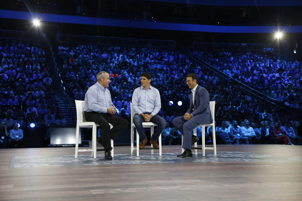 David Penrith, Chief Engineer de Unilever, Andy Pratt, CEO de The Marsden Group, y Judson Althoff, EVP de Microsoft's Worldwide Commercial Business.